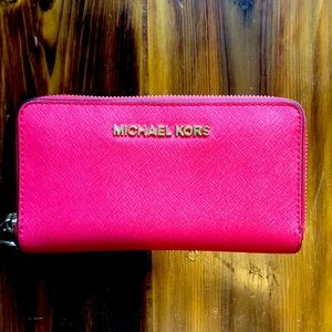 Gorgeous red MK wallet ❤️🌺💕